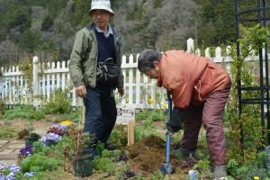 2014年4月22日ガーデン・チューリップ、樋口さん夫妻 031 圧縮